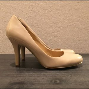 NINE WEST - patent leather nude baby doll heels